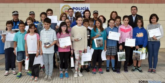 Foto de familia de los premiados en este concurso. / Subdelg.