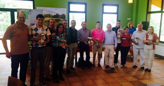 Los golfistas ganadores.