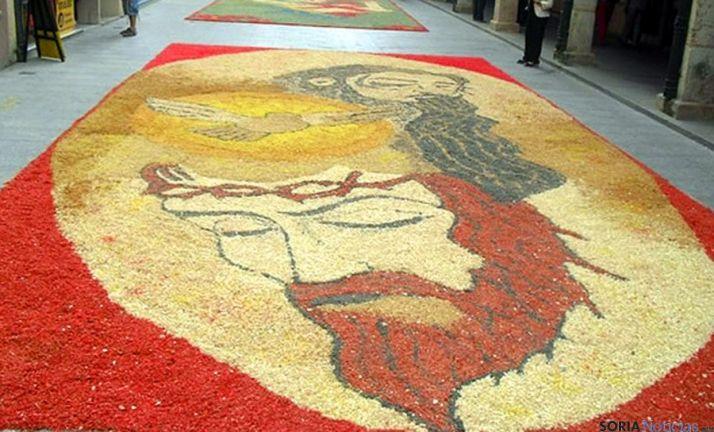 Un tapiz floral en El Burgo. / SN