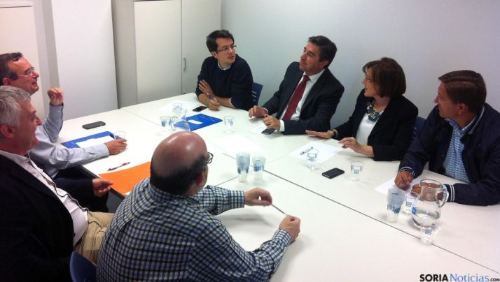 El encuentro entre los populares (dcha.) y C´s este martes en la sede del PP soriano.