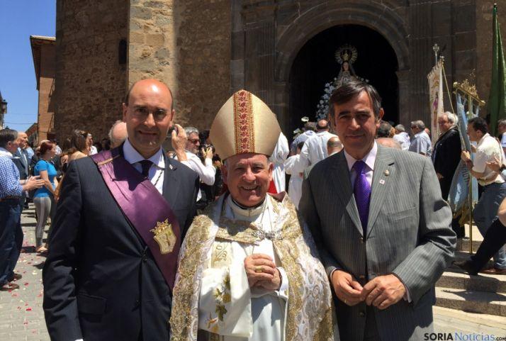 El alcalde, el arzobispo de Zaragoza y el presidente de la Diputación.