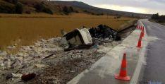 El camión, tras el accidente. / SN