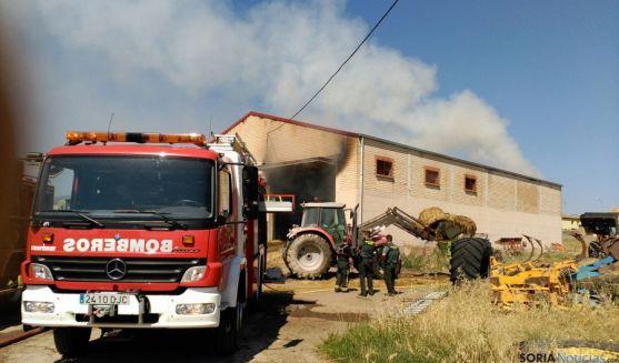 Medios materiales y humanos en el el operativo contra el fuego. / SN
