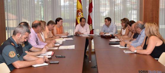 El delegado de la Junta en Soria, en la reunión con responsables de las administraciones.