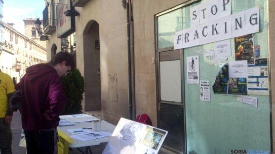Imagen de archivo de una mesa de Desarrollo Verde sobre el fracking. / SN