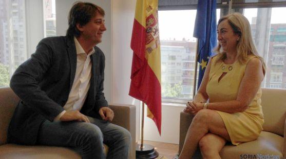 El alcalde en su reunión con la directora general de SEPES.  / Ayto.
