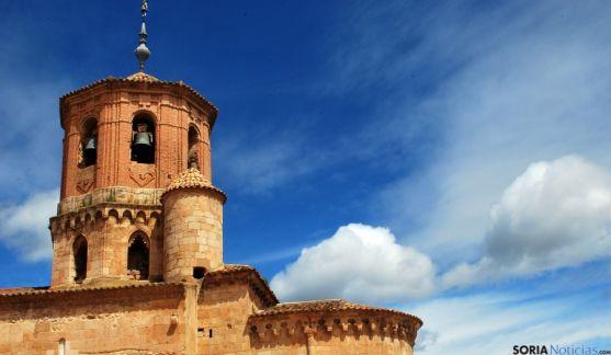 Vista parcial de la iglesia de San Miguel, en Almazán, uno de los templos incluidos. / SN