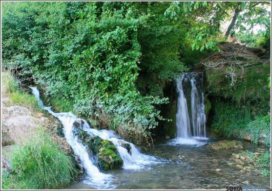 Río Añamaza a su paso por el término de Dévanos
