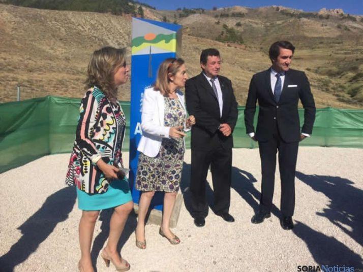Ana Pastor y miembros del PP en la inauguración