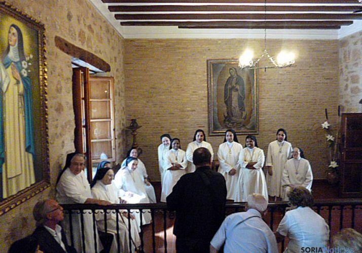 El grupo de viajeros en el monasterio concepcionista de Estella./GTSMJ