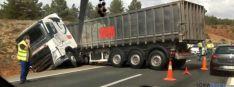 Camión cruzado en la Mallona