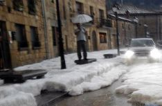 Una de las calles de Molinos de Duero durante la granizada. / SN