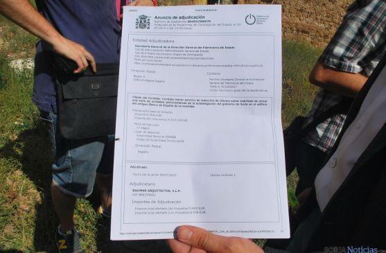 El documento, mostrado por el alcalde. / SN