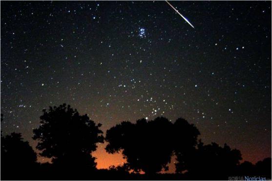 Perseidas cruzando el cielo. Foto: Observatorio Astronómico de Borobia