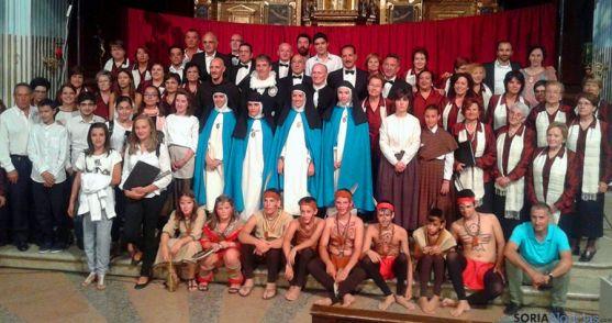 Actores y colaboradores en la obra teatral.