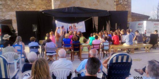 Representación teatral de La Boheme en Fuentetovar