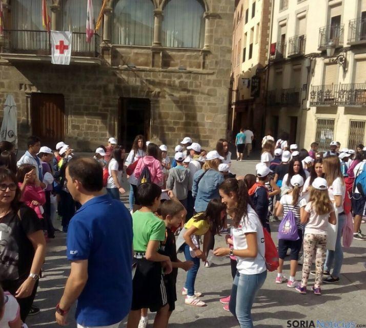 Los participantes en la plaza Mayor. / SN