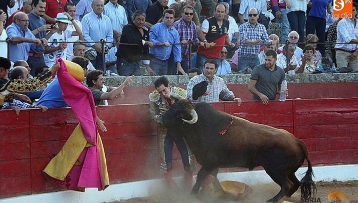 Instante de la grave cornada. / Miguel Corral, salamancartvaldia.es