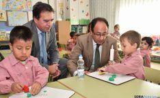 Javier Barrio y Manuel López con alumnos de Las Pedrizas