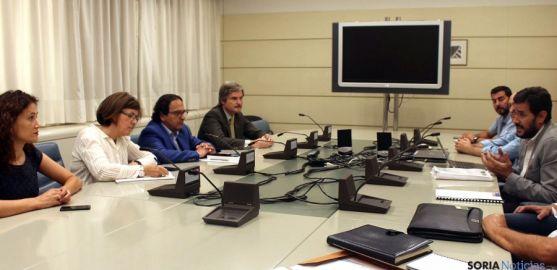 Angulo (2ª izda.) en una reunión con miembros de FETRANSA.