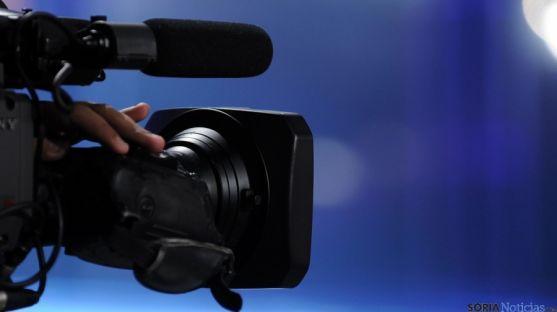 Objetivo de una cámara profesional de vídeo./ huffpost.com