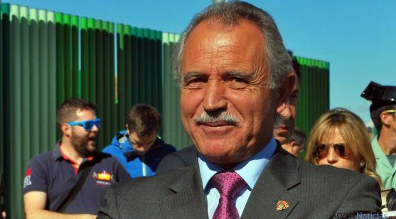 El alcalde de Almazán este viernes en la inauguración de la nueva destilería. / SN