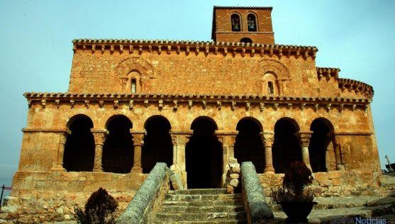 El templo de San Miguel en la localidad sanestebeña. / Jta.