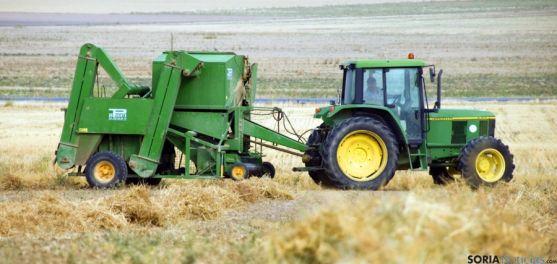 Un tractor en faenas de empacado. / SN
