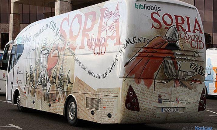 Uno de los bibliobuses de la Diputación.