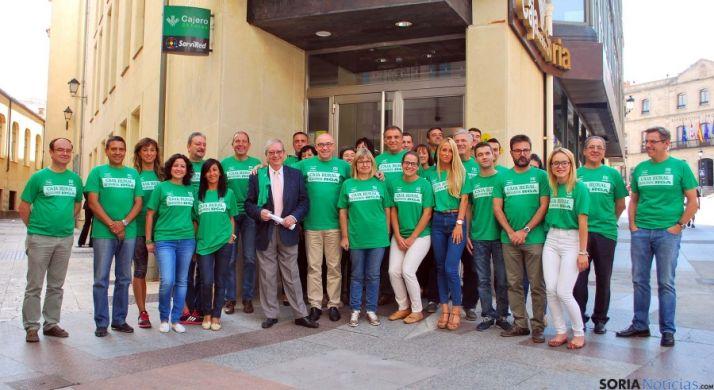 Empleados de la Caja Rural de Soria este miércoles en las oficinas centrales. / SN