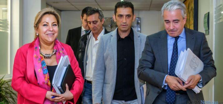 Rosa Valdeón, este martes, con representantes de agentes sociales. / Jta.