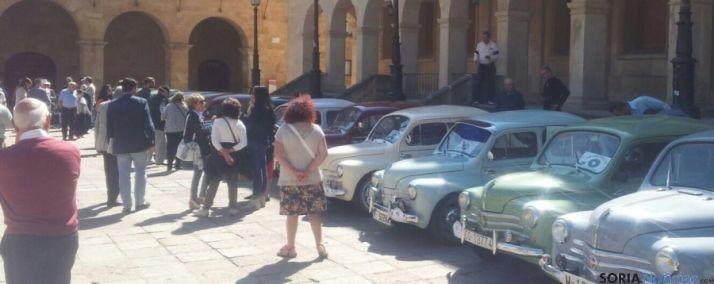 Concentración de vehículos en la plaza Mayor de Soria