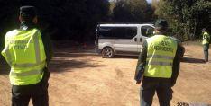 Guardia Civil y agentes medioambientales en un control micológico. / Jta.