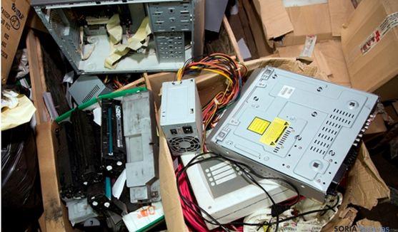 Los objetos electrónicos inservibles son residuos electrónicos.