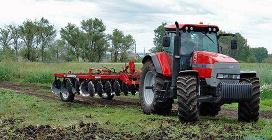 Un tractor en faenas agrícolas. / SN