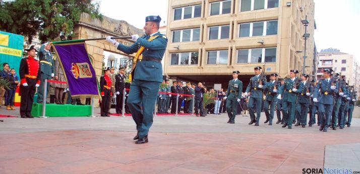 Un momento del desfile de la Guardia Civil en la plaza de Mariano Granados, en la capital. / SN