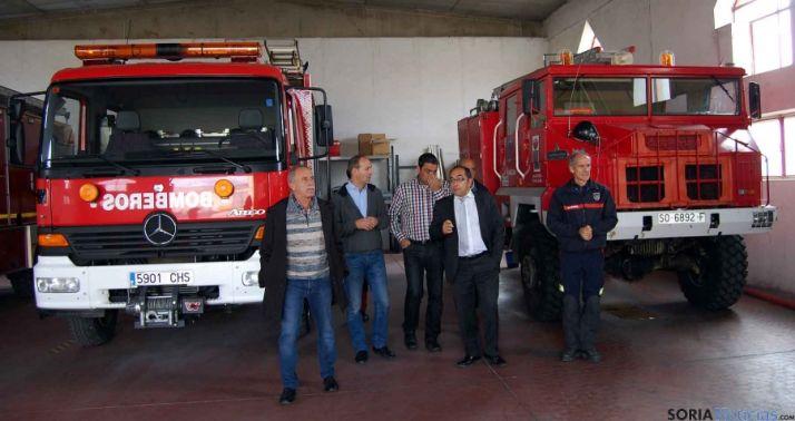 Visita institucional a las instalaciones antiincendios de Almazán. / Dip.