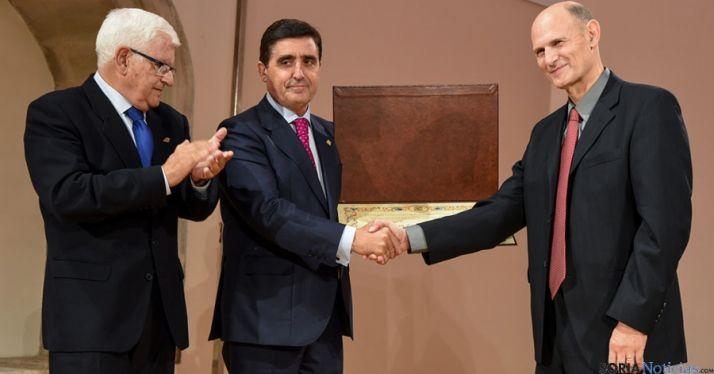 Juan Carlos Izpisúa (dcha.), Carlos Martínez Izquierdo y Juan Manuel Ruiz Liso. / SN