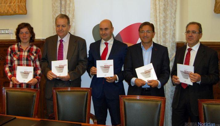 El libro presentado en la Diputación./Dip