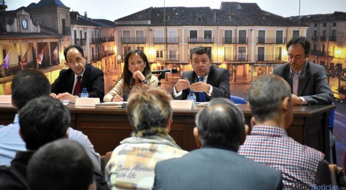 María de Diego, en la reunión este jueves en El Burgo./Jta.