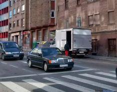 Al fondo, el camión de reparto./SN