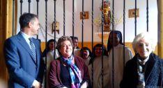 Javier Ruiz con Paloma Gómez Borrero y Pilar Barbarin. / SN