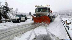 Una quitanieves en una carretera estatal de la provincia. / SN