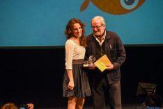 Entrega del premio al mejor corto, de Una Gunjak