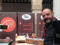El humorista Javier Cansado visita Mercasetas en El Burgo de Osma