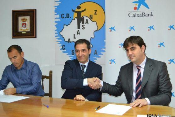 Firma convenio C.D.Calasanz y La Caixa