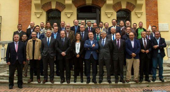 Los firmantes del acuerdo para la constitución de la plataforma. / Jta.