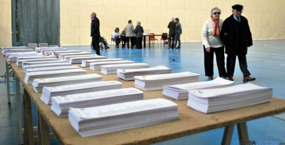 Mesa electoral en el pabellón de San Andrés, en la capital durante unas elecciones. / SN
