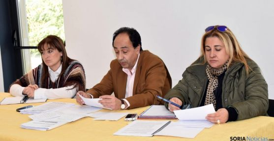 María José Jiménez, (izda.), Manuel López y Yolanda de Gregorio. / Jta.