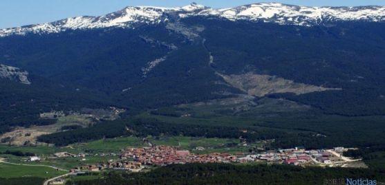 Vista de Duruelo de la Sierra desde Cabeza Alta